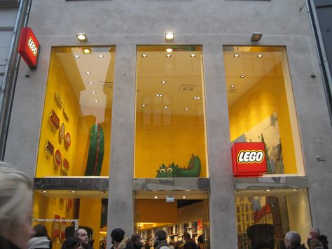 The LEGO® Store Monthly Mini Model Build - You can visit the LEGO ...