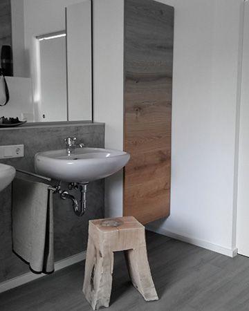 Wohlfuhlen Mit Badeinrichtung Aus Massivholz Von Der Schreinerei Eder In 2020 Bad Einrichten Schrank Holz Bad