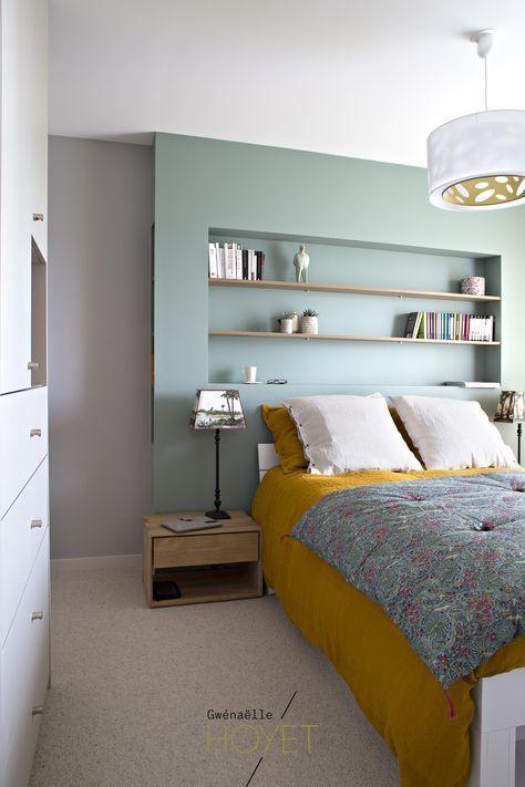 Décoration suite parentale: agencement sur mesure, Farrow and Ball Chappell Green, bois... #interiordesign #chambre #curry #vert #caravane