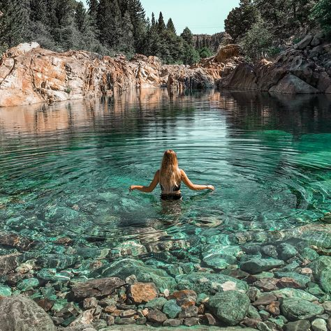 Clear Water In California Includes These Amazing Blue Water Pools To Swim In - Narcity Beautiful Places To Travel, Cool Places To Visit, Dream Vacations, Vacation Spots, Travel Aesthetic, Travel Usa, Oregon Travel, Travel Oklahoma, Strand
