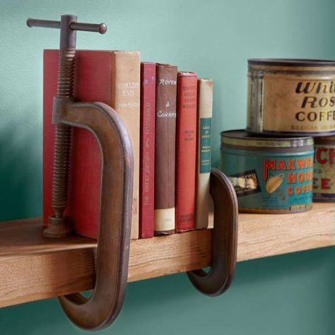 Vintage Industrial Decor wood clamps used as book ends on shelf, easy upgrades around the home for the whole year - A year's worth of easy decorative upgrades to keep you busy in every season Vintage Industrial, Industrial Style, Industrial Bookends, Vintage Decor, Rustic Decor, Vintage Tools, Vintage Ideas, Vintage Crafts, Handmade Home Decor