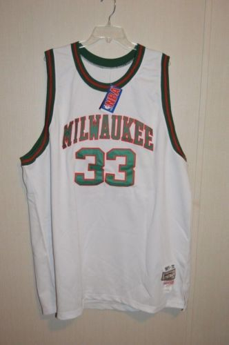 timeless design 42b36 8029d Kareem-Abdul-Jabbar-33-Mitchell-amp-Ness-Milwaukee-Buck ...