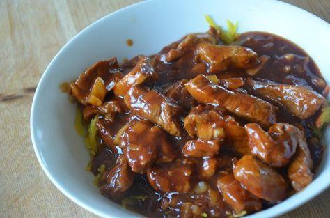 Deze babi pangang kunt u wecken en invriezen. Maar natuurlijk ook gewoon maken en opeten. Bij ons heeft de babi pangang deze keer de weckketel niet gehaald, zo lekker was het. De sambal gebruikt in dit recept kunt u ook zelf maken. Kijk >>> hier voor het recept.
