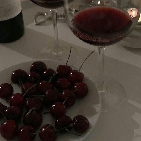You can learn to cook better, you can make a good impression on your friends, and you can do so many other things for your benefit. Have you ever spilled wine Night Aesthetic, Aesthetic Food, Dark Paradise, Story Instagram, Aesthetic Images, In Vino Veritas, Dark Red, Red Wine, Cherry