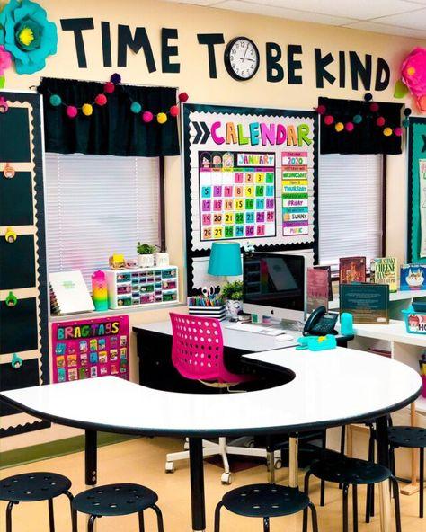 Kindergarten Classroom Decor, Classroom Desk, Owl Theme Classroom, Classroom Layout, Classroom Furniture, First Grade Classroom, Future Classroom, Classroom Teacher, Teacher Desk Areas