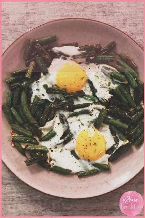 Schnelles Frühstück: Grünen Bohnen mit Spiegelei