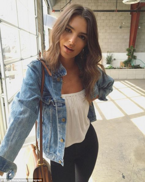 Beautiful Emily Ratajkowski Style Ideas For Women Look More Beautiful Best Pictures)