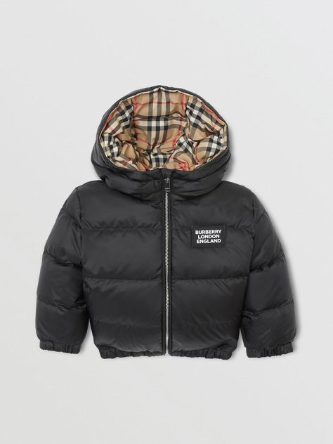 A showerproof puffer jacket highlighted with our refreshed logo and a Vintage check reverse. The style is hooded and down-filled for added warmth. Twin Outfits, Toddler Boy Outfits, Family Outfits, Kids Outfits, Black Baby Boys, Black Kids, Luxury Baby Clothes, Burberry Kids, Burberry Jacket