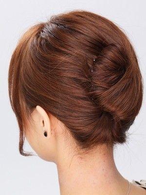 夜会巻きヘアアレンジの簡単基本テクニック 作り方 やり方 ヘアアレンジ All About 髪 アップ ヘアアレンジ ロングヘア