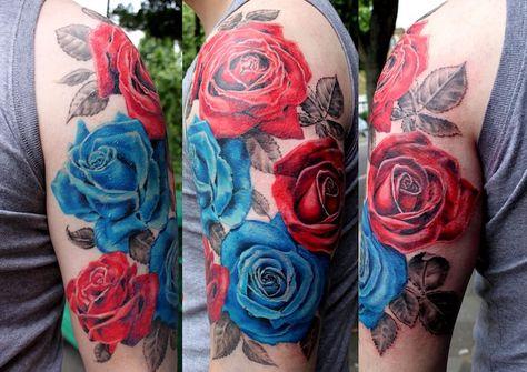 Mann Mit Grossem Blumen Tattoo Farbige Tatowierung Mit Rosen Motiv Blaue Rose Tattoos Blumen Tattoo Blumen Tattoo Ideen