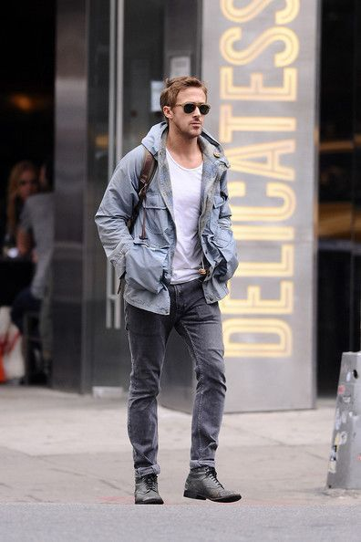 Drive Actor And Indie Heartthrob Ryan Gosling Keeps A Low Profile As He Explores Soho In New York City All By Himself Mens Fasion Mens Fashion Fashion