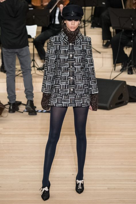 Explore the complete Look 0028 from the Métiers d'Art Paris-Hamburg at CHANEL, and explore the latest silhouettes and styles from the house of CHANEL.
