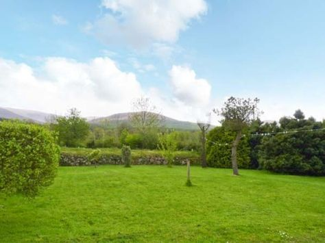Mountain View cottage in Ireland provides just that, a wonderful view!