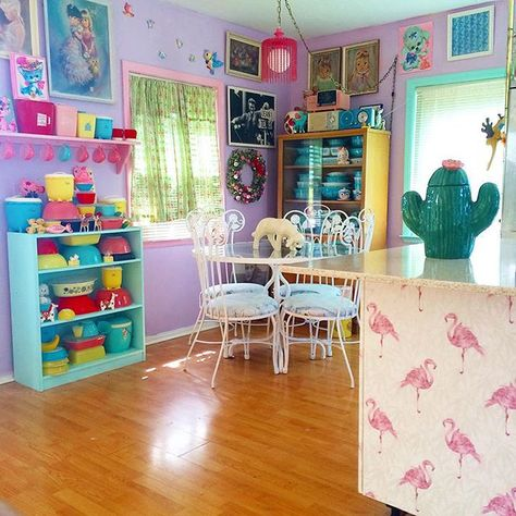 Colorful purple kitchen... it's perfect!