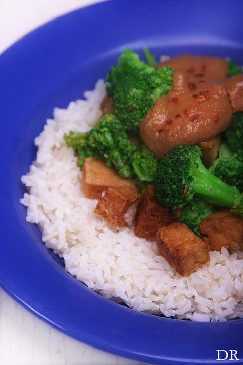 Things I Like..: Broccoli met tofu en een kruidige pindasaus