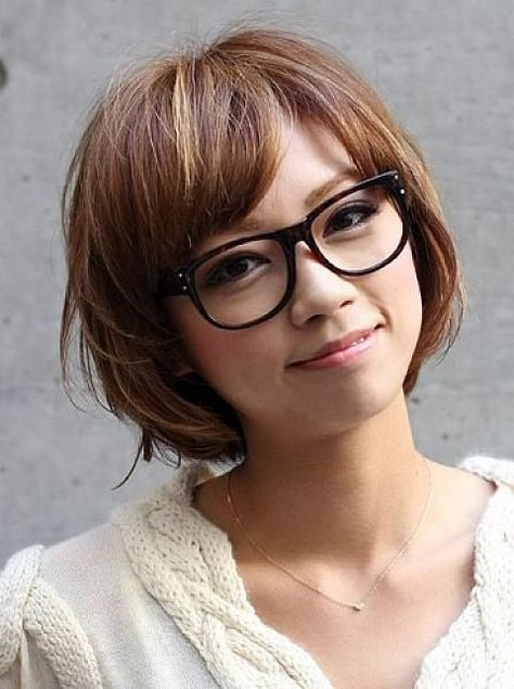 Short Hairstyles For Women With Round Faces And Glasses Hairstyles With Glasses Short Hair With Bangs Short Hair Haircuts