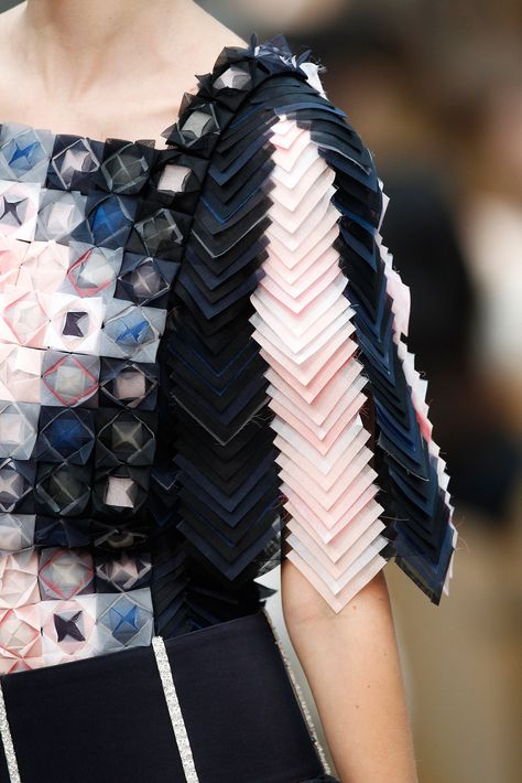 trendy origami dress haute couture fabric manipulation - - trendy origami dress haute couture fabric manipulation Source by vlakeska