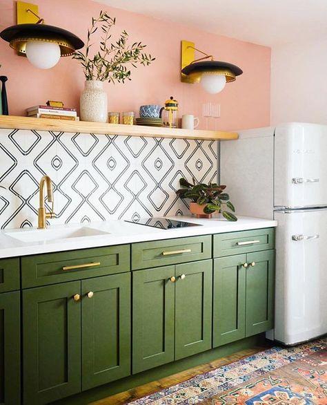 """Ideias Diferentes on Instagram: """"Adorei as cores dessa cozinha com autoria do @dabito 💚 #ideiasdiferentes • Confiram também o perfil @design_do_dia do #grupojsmais"""""""