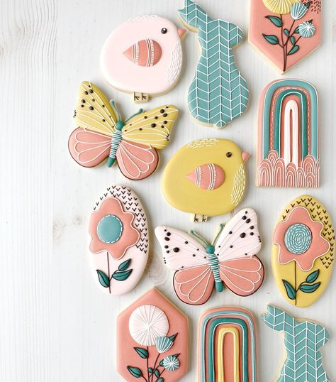 """Tara Bakes on Instagram: """"I finally found some time to work on this sweet workshop by @downtowndoughto! Is anyone else finding it impossible to cookie with your kids…"""" Sugar Cookie Cakes, Iced Cookies, Cute Cookies, Easter Cookies, Birthday Cookies, Royal Icing Cookies, Sunshine Cookies, Fairy Tea Parties, Paint Cookies"""