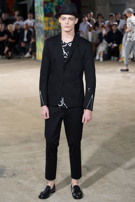 See the complete Junya Watanabe Spring 2017 Menswear collection.
