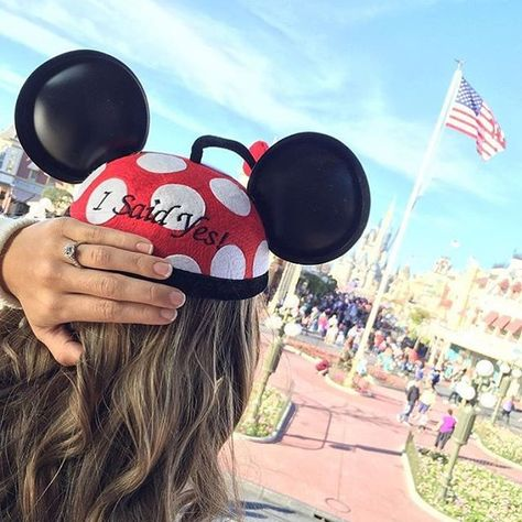 I would literally go to disney for this picture i love it