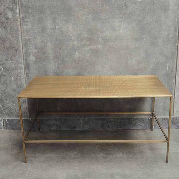 Table Basse Rectangulaire En Metal Strie Finition Laiton Chehoma Avec Images Table Basse Table Basse Rectangulaire Style Table Basse