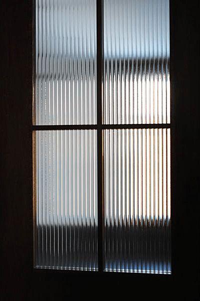 室内ドアのドア窓に デザインガラスを使用した事例 北海道札幌市 H社