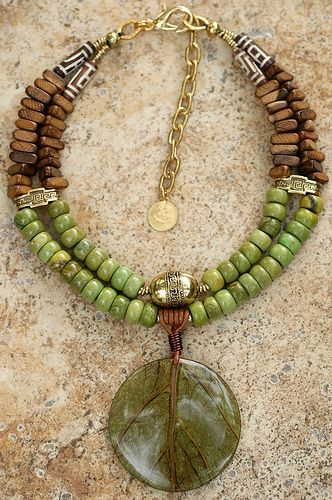 Coconut Leaf Necklace - green turquoise, wood, carved bone, brass, leather and… Tribal Jewelry, Wire Jewelry, Boho Jewelry, Jewelry Crafts, Jewelry Art, Gemstone Jewelry, Beaded Jewelry, Jewelry Bracelets, Handmade Jewelry