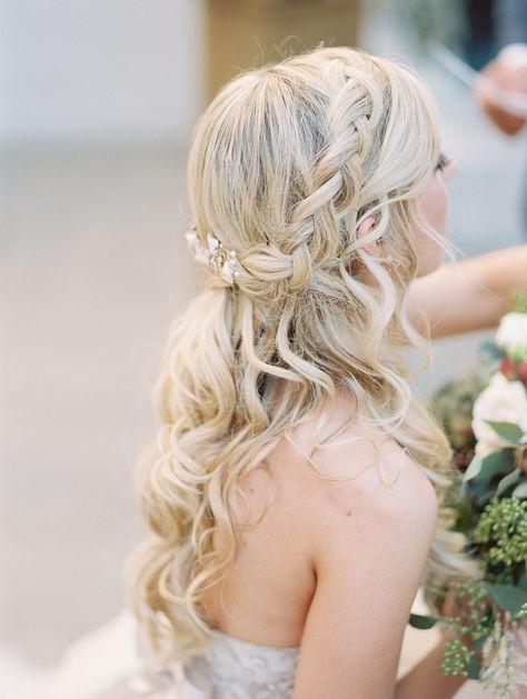 loose curls and braided bridal hair - stylish arizona wedding with secret garden vibes -  photo Charity Maurer http://ruffledblog.com/stylish-arizona-wedding-with-secret-garden-vibes