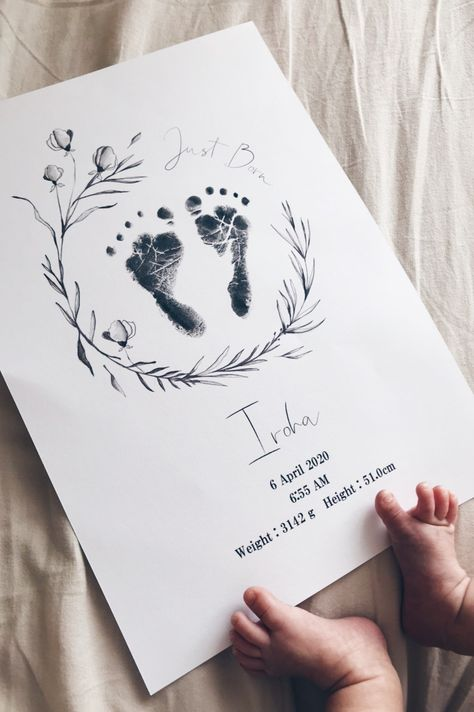 Deco Baby Shower, Monthly Baby Photos, Baby Crafts, Baby Footprint Crafts, Family Crafts, Baby Journal, Foto Baby, Baby Footprints, Ideias Diy