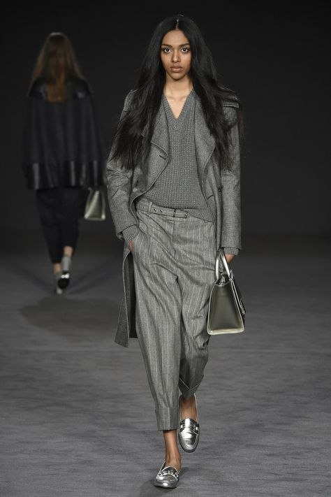 Daks Fall 2017 Ready-to-Wear collection, runway looks, beauty, models, and reviews.