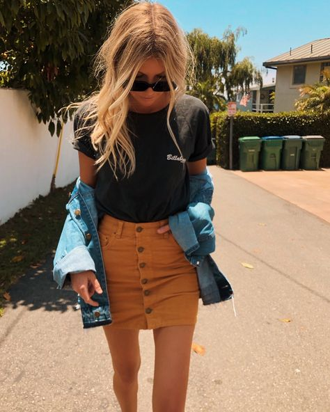 outfits for school . outfits with leggings . outfits with air force ones . outfits for summer . outfits with sweatpants . Outfits Nachstylen, Denim Skirt Outfits, Teenage Outfits, Teen Fashion Outfits, Short Outfits, Trendy Outfits, Womens Fashion, Fashion Trends, College Girl Outfits