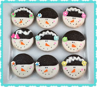 No Bake Decorated Snowmen Cookies - dip oreos in white chocolate