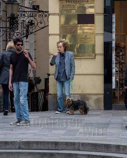 Acdc Ukraine Waiting With The Little Dog Acdc Angusyoung