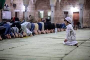 من صلاة التراويح في ثاني أيام شهر رمضان من مسجد السيد هاشم بمدينة غزة Street View Scenes Views