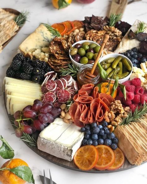 How do I create a nice charcuterie board with steps and examples? - How do I create a nice charcuterie board with steps and examples? Charcuterie And Cheese Board, Charcuterie Platter, Cheese Boards, Antipasto Platter, Tapas Platter, Charcuterie Ideas, Antipasto Skewers, Meat Platter, Fruit Kabobs