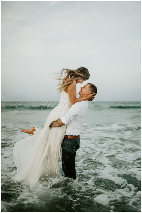 Couple Beach Photos, Wedding Couple Photos, Beach Wedding Photos, Photo Couple, Couple On The Beach, Beach Weddings, Wedding Couples, Pre Wedding Poses, Pre Wedding Photoshoot