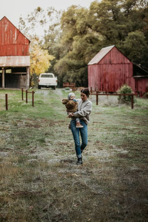 Last week Rex and I drove an hour(ish) outside of Sacramento to spend the day hanging out at my girlfriend Melissa's families' ranch: Stoney Creek Ranch. Her in-law's are in the midst of fixing up the… Family Goals, Family Life, Farm Family, Farm Kids, Auckland, Future Farms, Ranch Life, Farm Gardens, The Ranch
