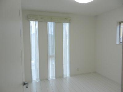 スリット窓にシェード それともカーテン Mitsuru 施工例 カーテン 窓 シェードカーテン