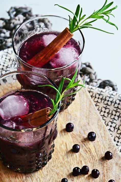 winter & x-mas cocktails | blueberry cinnamon old fashioned | luziapimpinella.com