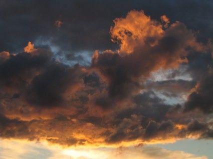 الدنيا غريبه و كل ما حولي أحس إنه تغي ر لا الاماكن صارت بعيني قريبه والوجيه اللي أطالعها تحي ر كان يا ما كان ما عندي حبيب Clouds Sky And Clouds Sunset Sky