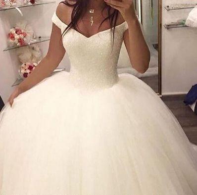 Mode Brautkleider 2020 Weg Von Der Schulter Ballkleid Cap Mit Kurzen Armeln Tulle Wulstige Oberste In 2020 Ballkleid Hochzeit Hochzeitskleid Ballkleid Kleid Hochzeit