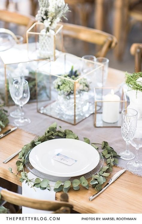Green, glass and gold table setting. | Photo by Marsel Roothman