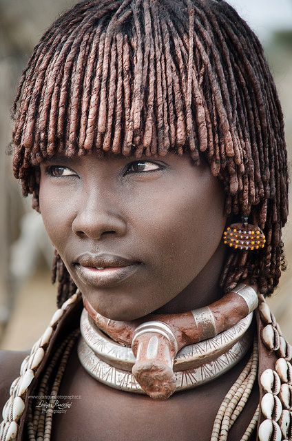 Luisa Puccini Ethiopia, Portrait of Hamer woman Hamer woman, near Turmi, Omo valley, Ethiopia For more photos please visit www. Black Women Art, Beautiful Black Women, Beautiful People, African Tribes, African Women, Skin Girl, Ethiopian Beauty, Art Afro, Tribal People