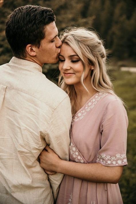 Outfit inspiration for romantic engagement pictures taken by professional wedding photographer Kortney J Photo in the mountainous hill tops above Cascade Idaho Rhett Carly Idaho Engagements Kortney J Photo kortneyjphoto engagementphotos engagementse - Photo Poses For Couples, Poses Photo, Couple Photoshoot Poses, Engagement Photo Outfits, Couple Photography Poses, Engagement Photo Inspiration, Engagement Couple, Engagement Shoots, Winter Engagement Pictures