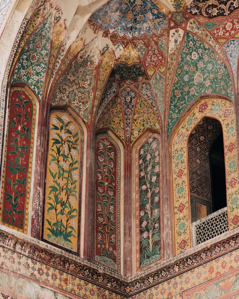 Behold the beauty and grace of Mughal architecture, standing the test of time and still inspiring creation all over the globe. Mughal Architecture, Beautiful Architecture, Art And Architecture, Ancient Architecture, Futuristic Architecture, Eminence Grise, Moorish, Islamic Art, 17th Century