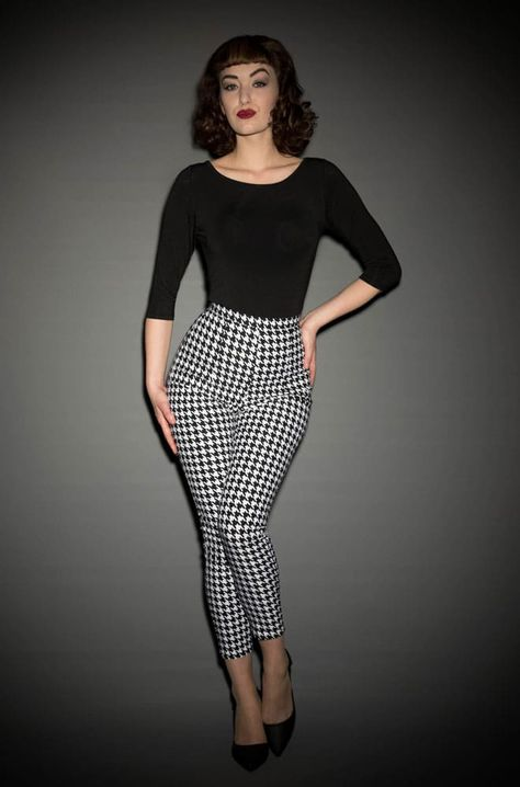 Deadly Dames Pinup Girl houndstooth Cigarette Pants at Deadly is the Female Vintage Outfits, 50s Outfits, Pin Up Outfits, Vintage Style Dresses, Look Rockabilly, Rockabilly Dresses, Casual Rockabilly Fashion, Moda Vintage, Vintage Mode