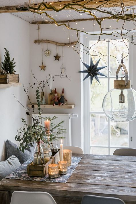 Weihnachten: Basteln, DIY und Deko Christmas decoration and a quick DIY, pomponetti # christmas deco Natural Christmas, Rustic Christmas, Christmas Home, Christmas Crafts, Xmas, Scandinavian Christmas Decorations, Modern Christmas, Beautiful Christmas, Christmas Interiors