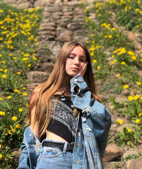 """𝓜𝓲𝓷𝓲𝓳𝓪 on Instagram: """"🌝 . . . . . . . . . #l4l #f4f #teenmodel #sunnyday #girl #modeling #sneakerhead #lithuania"""""""