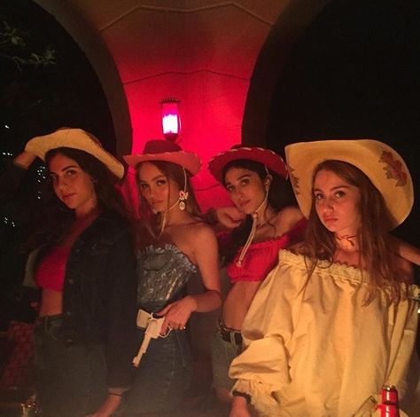 The wild bunch. On the occasion of the birthday of Lily May 2017 Pink Cowboy Hat, Cowboy Girl, Cowgirl Costume, Cowgirl Party, Best Friend Pictures, Bff Pictures, Besties, Lily Rose Melody Depp, Halloween Outfits